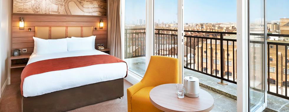 hotel_bedroom_furniture_built_by_wreake_valley_craftsmen